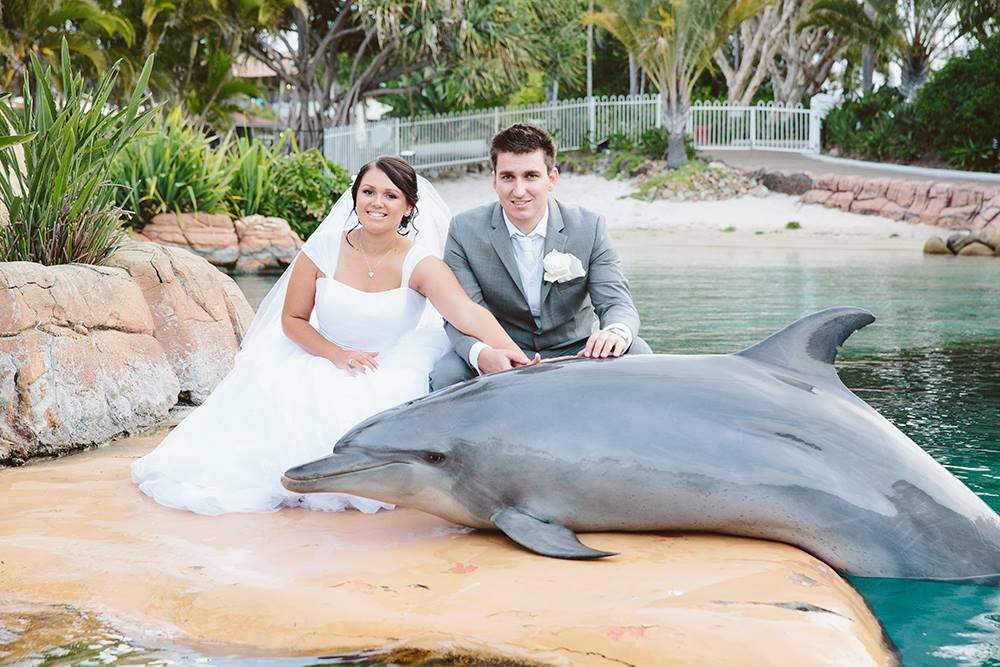 seaworld-couple-with-dolphin