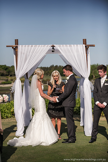 white-arch-wedding-4