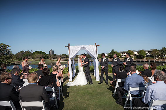 white-arch-wedding-5